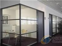 钢结构玻璃隔断怎么安装  磨砂玻璃隔断要如何固定