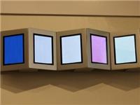 LG 公司对外展示了使用 OLED 面板作为照明光源的台灯