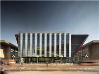 玻璃幕墙围合出的未来建筑――国际间谍博物馆新馆