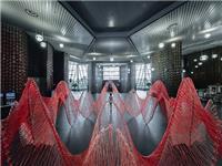 机器人花70小时编织的玻璃纤维艺术装置