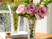 玻璃表面的水垢如何清除  家中玻璃家具的清洁方法