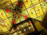 现代彩绘玻璃是怎么做的  艺术玻璃喷绘机有何优点
