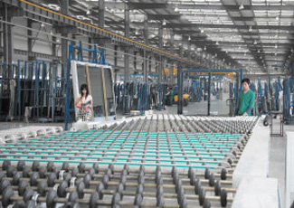 耀皮超白浮法玻璃成功投产