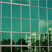 幕墙玻璃使用寿命和产品缺陷如何避免?