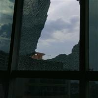 高处外墙钢化玻璃破损更换