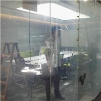 机场窗口视频播放的是哪种智能玻璃,求解?