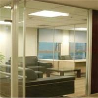 谁知道机场的玻璃叫什么?变透明和不透明的?
