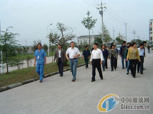 中国药玻派手机参观溢彩玻璃-玻璃团队-山东玻皇冠iphone资讯包三星图片