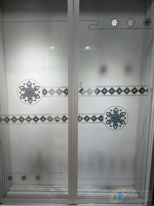 钛金隔断透明拼割彩晶玻璃