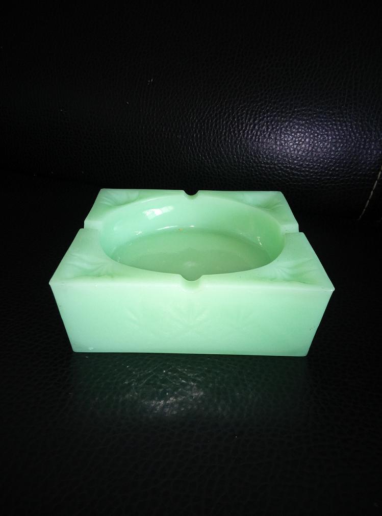 和田玉方形烟灰缸