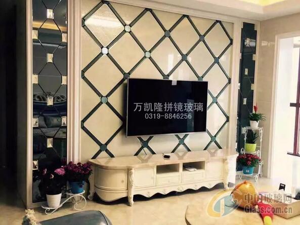 温馨情缘-万凯隆拼镜背景墙
