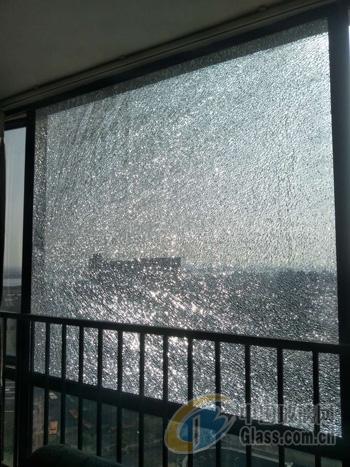 外墙玻璃破裂碎更换
