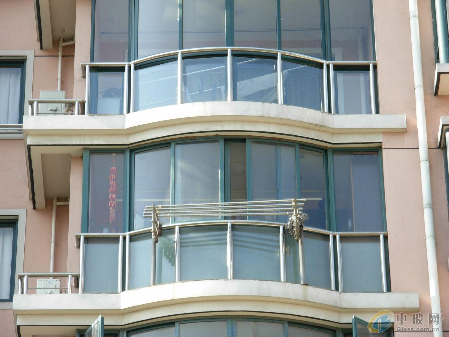 上海无框阳台窗维修 维修各种品牌的无框阳台滑轮断裂
