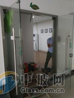 上海公司玻璃门配玻璃安装
