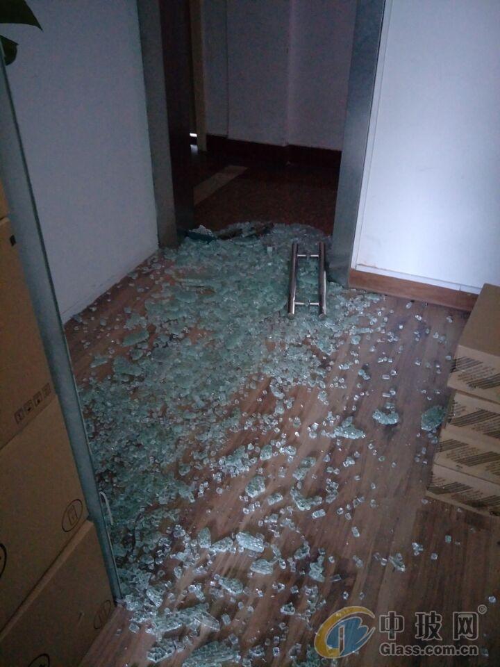 上海店面玻璃门安装维修 配公司玻璃门