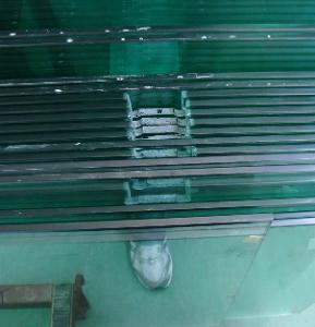 玻璃地板-如何用钢化玻璃做地面  钢化玻璃地面的优点