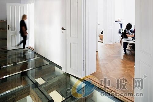 玻璃地板-玻璃地板能够分成哪几种  使用玻璃地板有什么要求