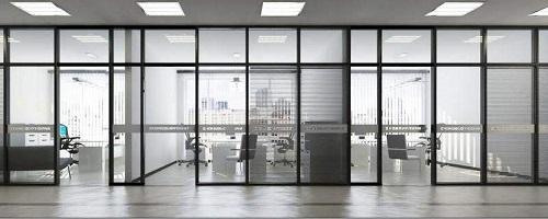 钢化玻璃隔断墙_钢化玻璃隔断墙安装方法 玻璃地板用什么玻璃做的,行业资讯-中玻网