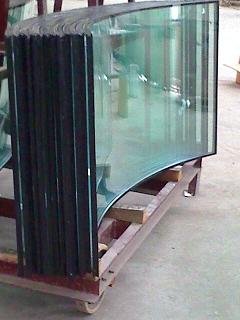 中国玻璃网推荐弯钢化玻璃