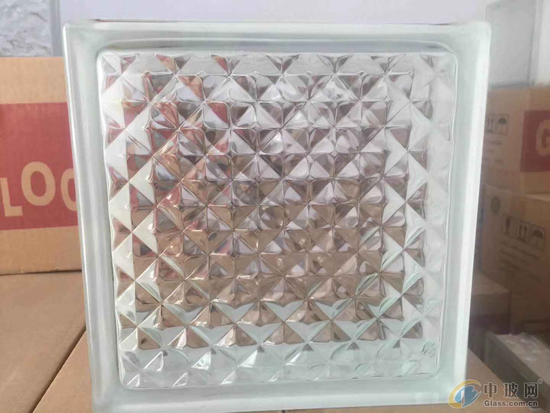 本公司常年供应玻璃砖,质量优等,价格美丽