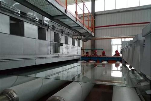 600吨超白玻璃引板成功