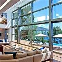 气候控制调光玻璃变色后仍然可以看到室外景观