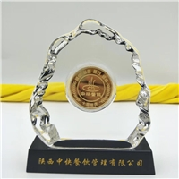 西安鍍金獎牌 水晶獎杯刻字 鑲嵌金雕水晶桌擺