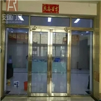 深圳宝安西乡钛金大玻璃防火门安装方法