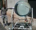 巨型玻璃球吸收日月精华 把月光转化成能量