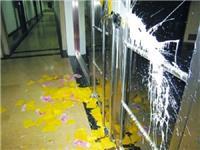 自喷漆喷到玻璃能清理吗  玻璃表面喷漆怎样能不掉