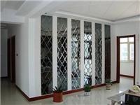 玻璃拼镜背景墙有何优点  玻璃拼镜应该要怎样安装