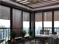 阳台玻璃百叶窗帘的特点是什么?阳台怎么用透明玻璃装修
