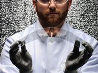 康宁大猩猩柔性玻璃或破解可折叠设备