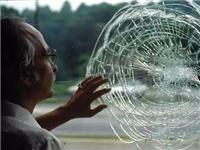 单向防弹玻璃的工作原理  普通防弹玻璃的内部结构