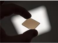 科学家找到改善金属玻璃脆性的方法 将简化赋予金属玻璃必要性能