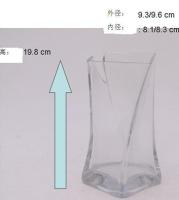 扭身玻璃花瓶